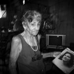 Udo Pagga - Alte Frau mit ihrem Bild